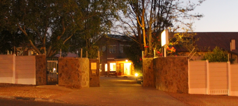 Entrance Hotel Uhland by night